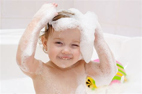 13 simple tips for washing toddlers hair