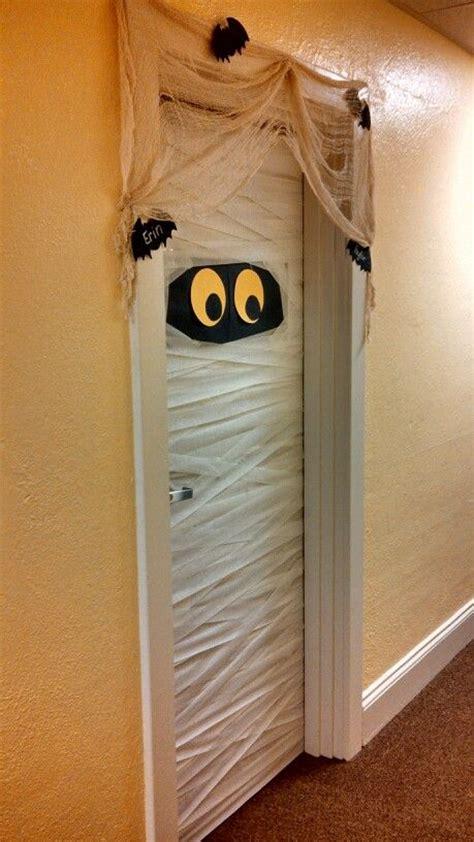 halloween dorm ideas  pinterest halloween door fun halloween decorations  diy