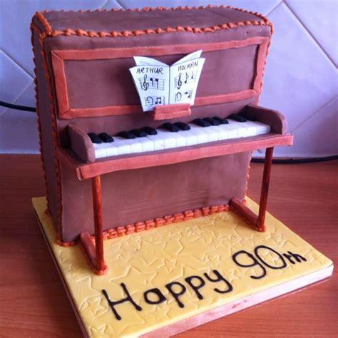cake   upright piano base  fondant
