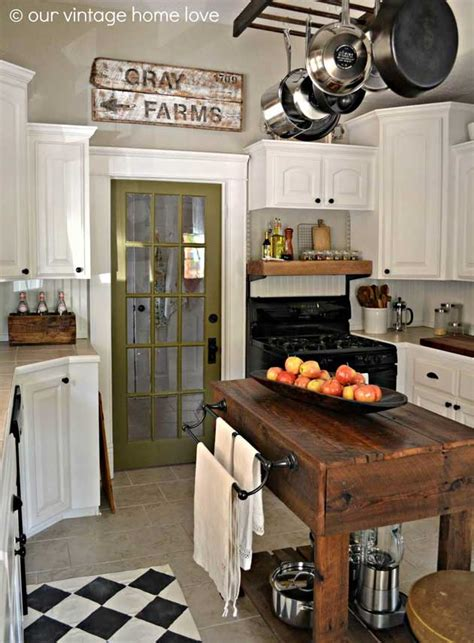 Gallery of farmhouse kitchen ideas featuring a variety of designs with shaker cabinets, farmhouse sinks, hardwood floors, rustic islands & a lot of charm. Top 29 DIY Ideas Adding Rustic Farmhouse Feels To Kitchen - HomeDesignInspired