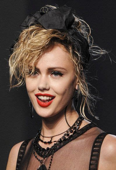 Madonna 80s Hairstyles by Madonna S 1980 S Inspired Makeup Hair Style Jean Paul
