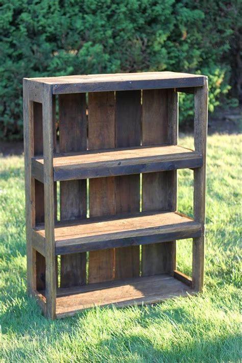 bookshelf made from pallets diy wood pallet bookshelf tutorial 99 pallets