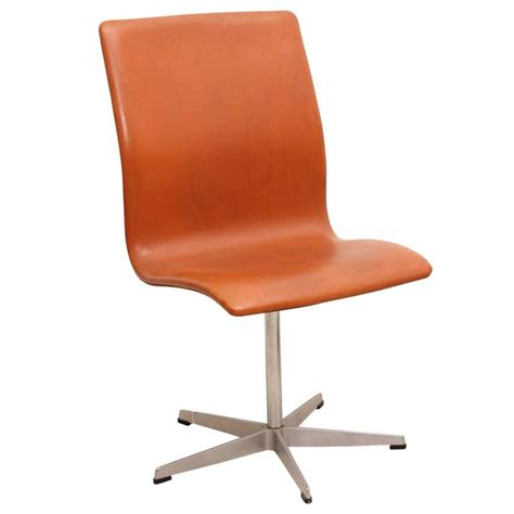 oxford chair by arne jacobsen produced by fritz hansen