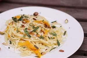 Spaghetti Mit Kürbis : pasta mit k rbis und minze eatbakelove ~ Lizthompson.info Haus und Dekorationen