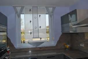 vorhang schlafzimmer küchen vorhang mit blumenmuster ösen und v elementen