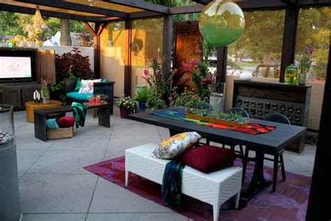 colorful eclectic courtyard  hgtv