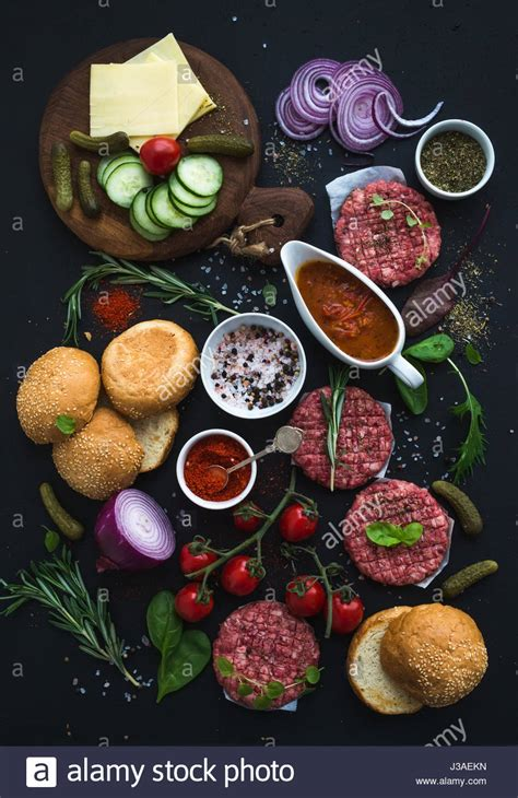 zutaten auf englisch zutaten f 252 r das kochen burger rohen boden rindfleisch fleisch schnitzel br 246 tchen rote zwiebel