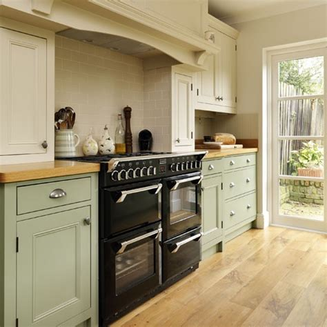 range cooker step   traditional muted green