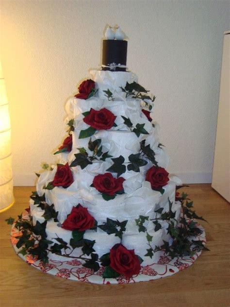 torte aus toilettenpapier die besten 25 klopapiertorte ideen auf geschenk einzug neue wohnung geschenk und