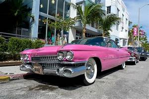 Pictures the USA - Miami-0061 - pink Cadillac, Ocean Drive
