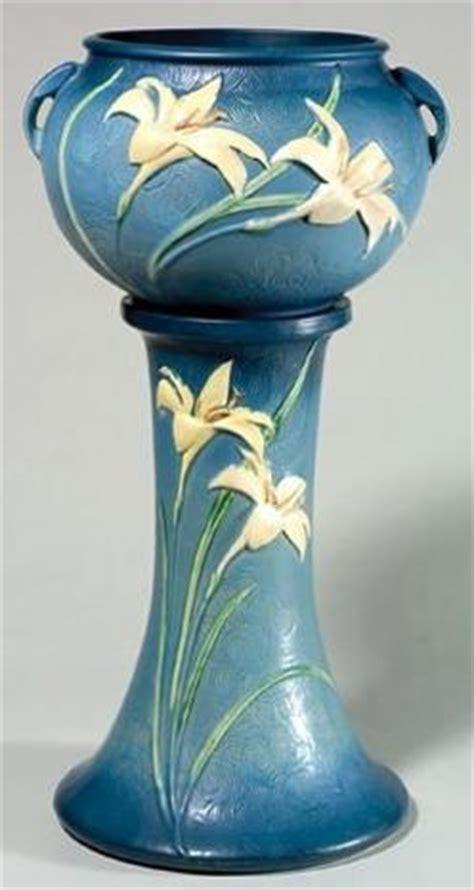 roseville pottery zephyr lily jardiniere pedestal blue