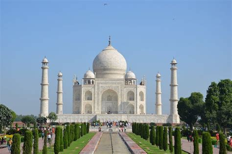 asias top  landmarks   ways  enjoy