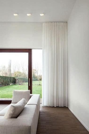 béton ciré sur carrelage cuisine des rideaux blancs en déco salon moderne