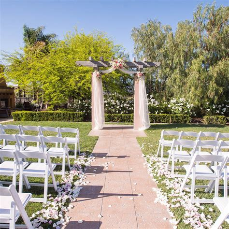 5 reasons why you should consider an outdoor wedding zumi