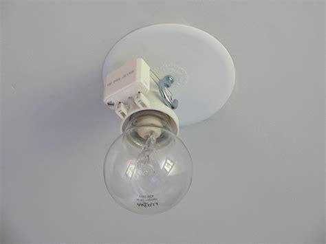 comment fixer un lustre avec ce truc au plafond