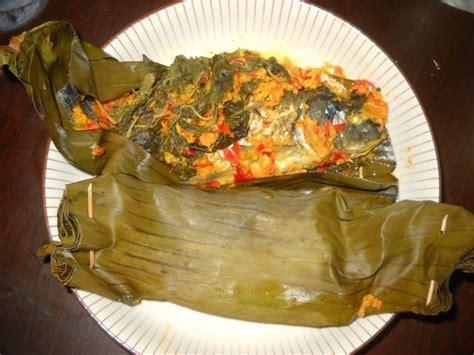 Hidangkan sajian hidangan utama yang lezat untuk keluarga anda dirumah. Resep masakan: Resep Ajib Pepes Ikan Mas