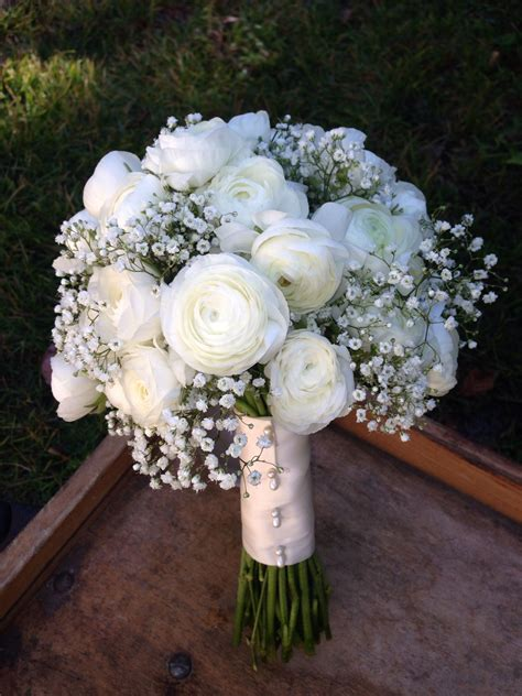white ranunculus  babys breath bridal bouquet