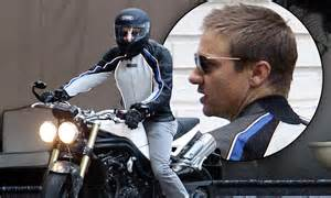 Action Man Moto : jeremy renner is a real life an action man as he takes off on motorcycle daily mail online ~ Medecine-chirurgie-esthetiques.com Avis de Voitures