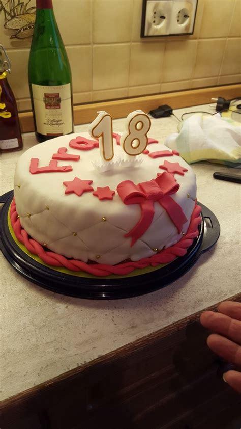 fondant torte 18 geburtstag fondant torte mit erdbeercreme f 252 llung zum 18 geburtstag