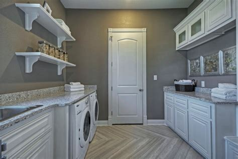 best color combinations for laundry room with painted wood
