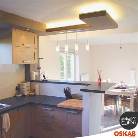 cuisine ouverte sur salle a manger et salon cuisine bois verni rustique mod 232 le basilit bois verni bar plan de travail and cuisine