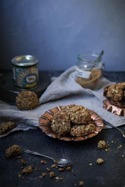 wattleseed macadamia anzac biscuits