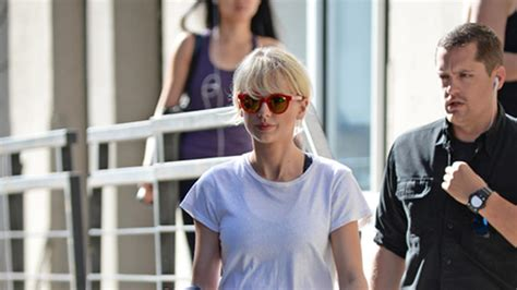 Taylor Swift Flashes Her Killer Abs After Calvin Harris ...