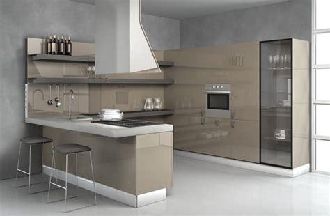 cuisine taupe laqué plan de travail laque maison design bahbe com