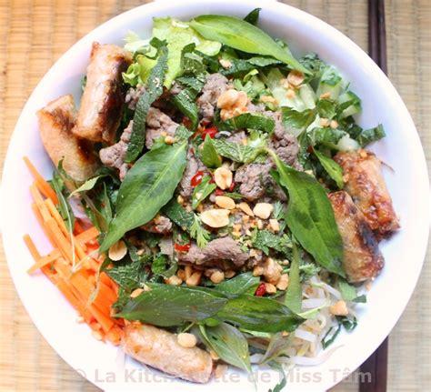 cours de cuisine vietnamienne bo bun vermicelles de riz au boeuf sauté ou bò bún bún