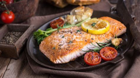 health benefits  eating fish   delicious