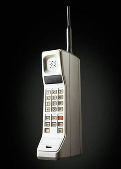 how did cell phones change communications in the early 1990s the motorola dynatac handset was the cell