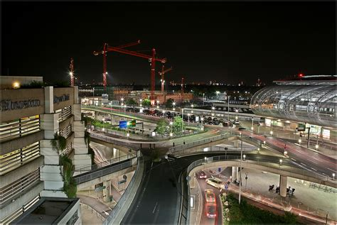 Es handelt sich um einen internationalen flughafen mit mehr als 23.5 mio passagieren pro jahr. Flughafen Düsseldorf Foto & Bild | architektur ...