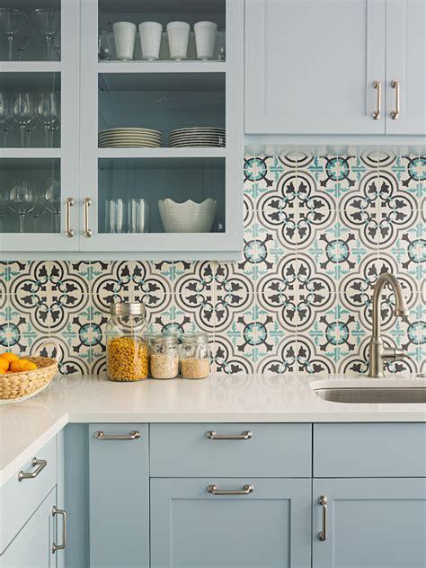 colorful kitchen tiles cuisine avec carreaux de ciment mariage de styles 2353