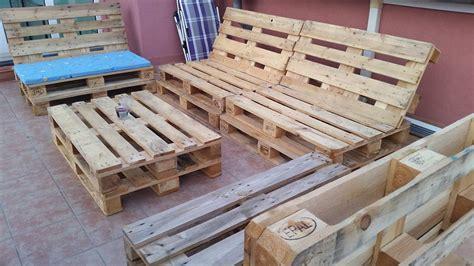 faire un canapé en palette canapé chaise banc un meuble en palette pour tous