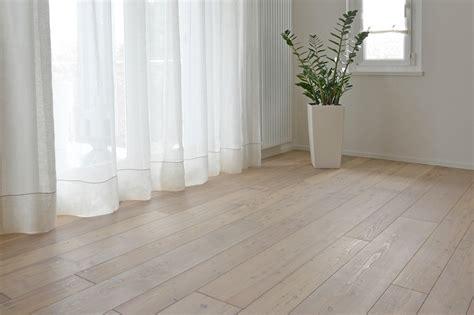 pavimento larice foto pavimento in larice sbiancato di conforti pavimenti