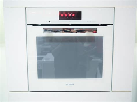 Miele Adds Electromagnetic Waves To Wifi Dialog Oven For