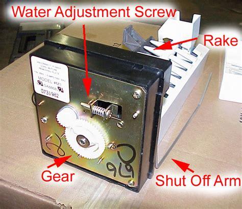 frigidaire maker leaking water on floor frig new im1 jpg 98726 bytes