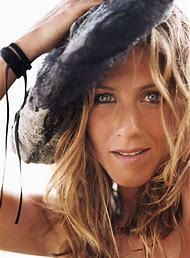 Jennifer Aniston Cougar
