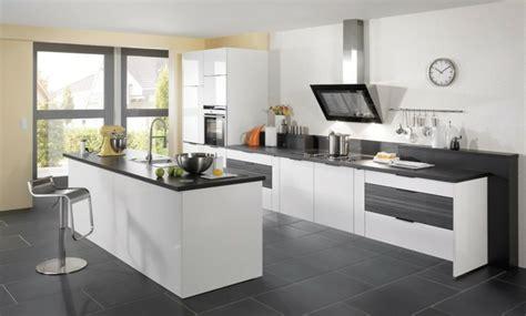 Chaise De Cuisine Confortable - carrelage gris avec quelles couleurs l 39 associer idées