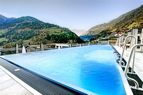 highlight im hotel stroblhof  suedtirol infinity pool