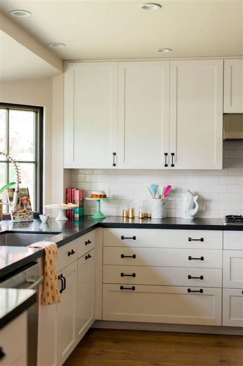 black handles for kitchen cabinets white kitchen cabinets with black hardware morespoons 7878
