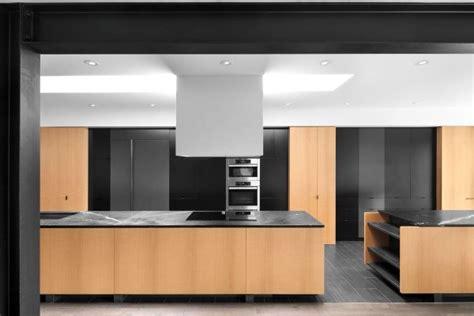 deco cuisine blanc et bois decoration cuisine mélangez le noir le blanc et le bois