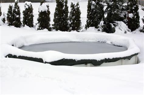 Garten Pool Winterfest Machen by So Machen Sie Ihren Pool Winterfest Gartenmagazine De