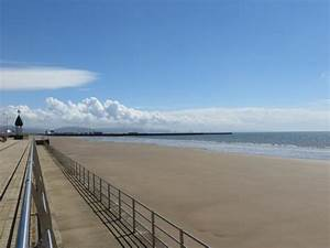 View to the left - Picture of Swansea Beach, Swansea ...