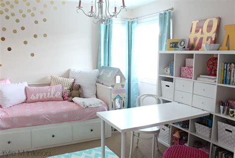 Girls Bedroom In Benjamin Moore Pink Bliss With Chandelier