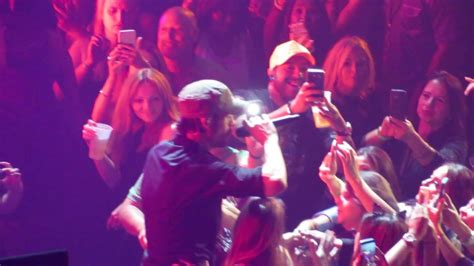 Lucky girls get kissed by Enrique Iglesias at his concert ...