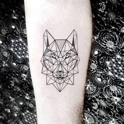 tatouage géométrique homme les 25 meilleures id 233 es de la cat 233 gorie tatouage tete de loup