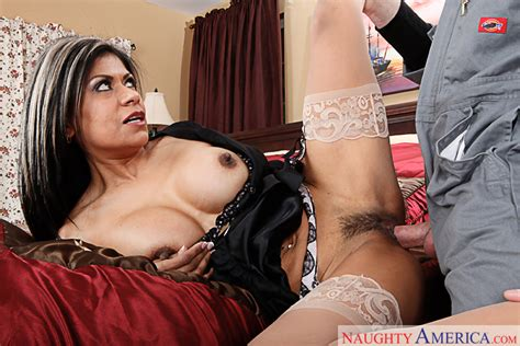 Boss Gabby Quinteros Fucking In The Bed With Her Tits