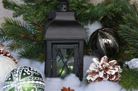 kostenloses foto laterne weihnachtskugeln kugeln