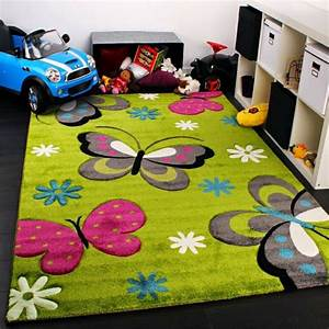 tapis pour enfant un aire de jeux et de repos dans sa With tapis chambre bébé avec champ des fleurs tapis
